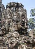 Bayon est remarquable pour les 216 sereins et les visages en pierre de sourire sur les nombreuses tours faisant saillie de la hau photo libre de droits