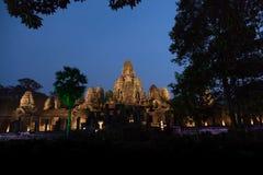 Bayon tempeltempel under blå timme Arkivbilder