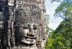Bayon vänder mot på det Bayon tempelet arkivbilder