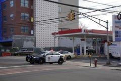 Bayona, NJ, los E.E.U.U. 02 25 Problema 2019 del andamio cerca de la 22da estación de tren de la luz de calle imágenes de archivo libres de regalías