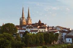 Bayonne, arquitetura da cidade de França com catedral Imagem de Stock