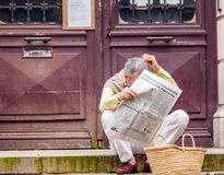 BAYONNE, FRANCE - APRIL 2, 2011: Aged man reading french newspap Stock Images