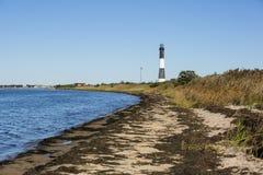 Bayside与火海岛灯塔的海滩入口 免版税库存图片