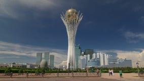 Bayterek timelapse hyperlapse is een monument en een observatietoren in Astana Hoofdsymbool van stad stock footage