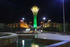 Bayterek torn i Astana, huvudstad av Kasakhstan, vid natt Royaltyfri Bild