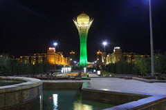 Bayterek-Turm in Astana, Hauptstadt von Kasachstan, bis zum Nacht Lizenzfreies Stockbild