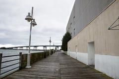 Baywalk вдоль воды стоковое изображение