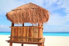 Baywatch hölzernes braunes Haus im Cancunsunroof Lizenzfreie Stockfotografie