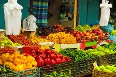 Bazaar in plantaardige rij Stock Fotografie
