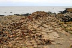 Bazalt skały przy giganta droga na grobli zdjęcia stock