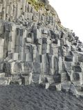 Bazaltowe kolumny na czarnym plażowym Reynisfjara, Iceland obrazy stock
