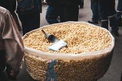 Bazar boliviano em La Paz, Bolívia da pipoca foto de stock royalty free