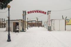 Bazar da lembrança em Pomorie, Bulgária, inverno imagens de stock
