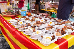 Bazar de la comida de la calle en Malasia para iftar durante el ayuno del Ramadán foto de archivo libre de regalías