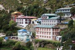 Bazar de Namche - el pueblo más grande en el valle de Khumbu, Nepal imagen de archivo libre de regalías
