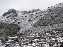 Bazar de Namche en nieve Fotografía de archivo libre de regalías