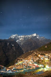 Bazar de Namche la nuit photos stock