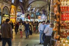 Bazar magnífico ESTAMBUL, TURQUÍA - 6 DE MAYO DE 2016 Foto de archivo libre de regalías
