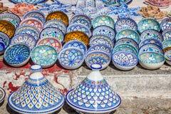 Bazar orientale variopinto delle terraglie (Tunisia) Fotografia Stock Libera da Diritti