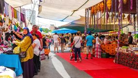 Bazar semanal aglomerado do distrito de Lara vídeos de arquivo