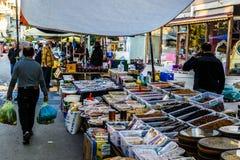 Bazar turco tradizionale nella città di estate Immagini Stock