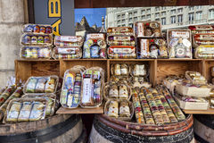 Bazares da compra com variedades de mostarda em Dijon Fotografia de Stock Royalty Free