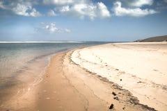 在Bazaruto海岛上的空的海滩 免版税库存图片