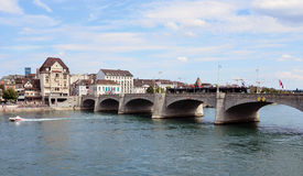 Bazel - Mittlerebrücke, Rijn, Tram Stock Afbeeldingen