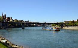 Bazel - Wettsteinbrücke, Schifffahrt, Rijn stock afbeeldingen