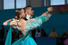 Bazhnichin Egor och Borisevich Yuliya Perform Youth-2 standart program Royaltyfri Bild
