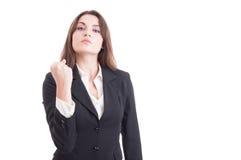 Bazige bedrijfsvrouw die vuist tonen stock foto
