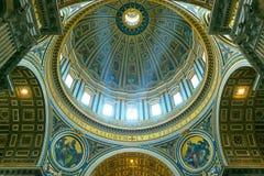 bazyliki wewnętrzny Peter Rome s st Zdjęcia Stock