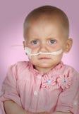 Bébé adorable sans cheveux battant la maladie Image libre de droits