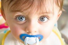 Bébé avec la tétine Photographie stock libre de droits