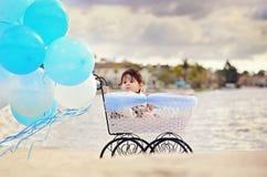 Bébé dans le chariot Photo libre de droits