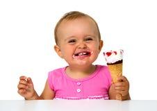 Bébé mangeant la crème glacée  Photographie stock libre de droits