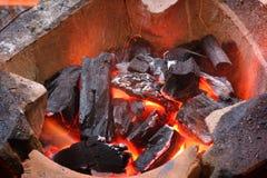 bbarbecue płonący węgiel drzewny ostrości gril target2395_1_ gorącego l narządzania czerwieni miękka część Fotografia Royalty Free