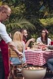 BBQ党在庭院里 图库摄影