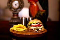 BBq发烟性烤鸡汉堡包汉堡用油炸物 库存图片