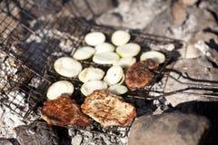 bbq烤了葱猪肉牛排 免版税库存照片