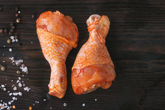 BBQ的未加工的用卤汁泡的鸡 免版税图库摄影