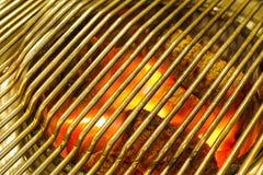 BBQ背景,在BBQ格栅的灼烧的木炭 免版税库存图片