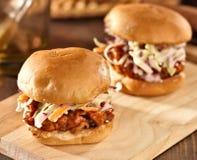 Bbq被拉扯的猪肉三明治滑子 免版税图库摄影