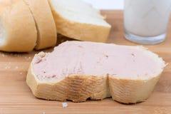 BBQ香肠用在墨西哥玉米粉薄烙饼的希腊白软干酪 免版税库存照片