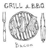 BBQ και σχαρών λογότυπο Τηγανισμένο μπέϊκον σε μια σχάρα σχαρών Ψημένο χοιρινό κρέας Slises Με το δίκρανο και τις λαβίδες καπνισμ ελεύθερη απεικόνιση δικαιώματος