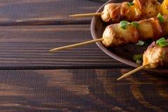 Bbq κοτόπουλο στα οβελίδια Στοκ φωτογραφίες με δικαίωμα ελεύθερης χρήσης