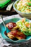 BBQ κοτόπουλο στο μικρόκυμα, με Coleslaw Στοκ εικόνες με δικαίωμα ελεύθερης χρήσης