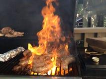 BBQ κρέας σχαρών τροφίμων λουκάνικων Στοκ Φωτογραφίες
