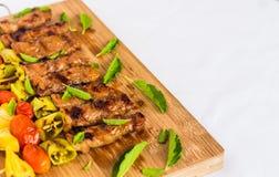 BBQ με το συστατικό στο ξύλινο πιάτο Στοκ φωτογραφίες με δικαίωμα ελεύθερης χρήσης