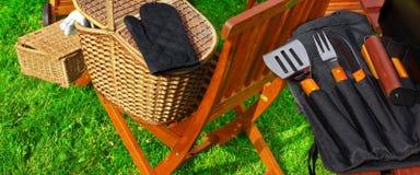 BBQ σχάρα και BBQ εργαλεία Στοκ εικόνες με δικαίωμα ελεύθερης χρήσης